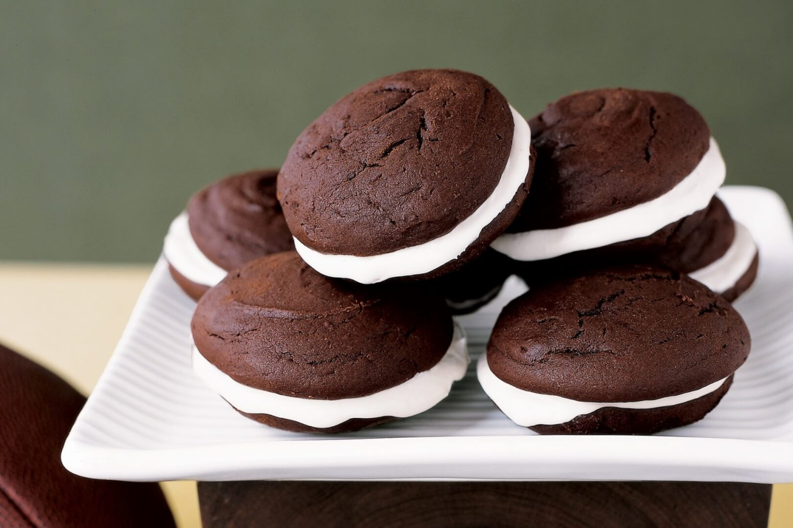 chocolate-whoopie-pies-Marshmallow Fluff